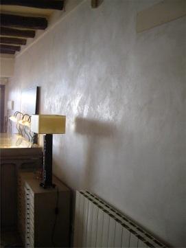 Reflejo de la luz en la pared