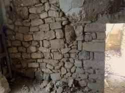 41 Recuperación de la base de un muro de tapia.